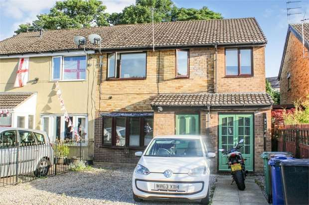 4 Bedrooms Semi Detached House for sale in Warwick Close, Bury, Lancashire