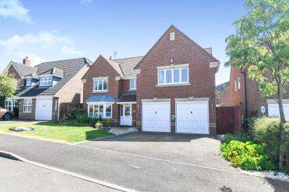 5 Bedrooms Detached House for sale in Defford Close, Webheath, Redditch, Worcestershire
