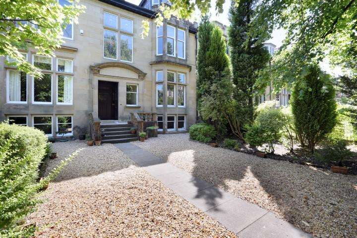 4 Bedrooms Flat for sale in 30 Cleveden Drive, Kelvinside, G12 0RX
