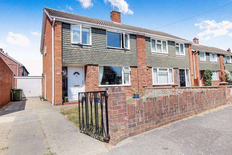 3 Bedrooms Semi Detached House for sale in Acacia Grove, Longsands, St. Neots
