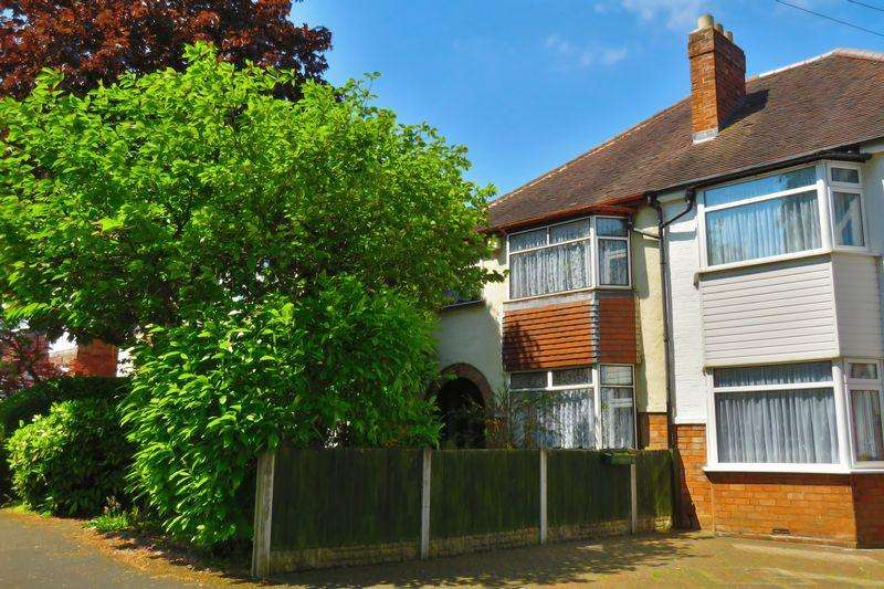 3 Bedrooms Semi Detached House for sale in Maple Road, Sutton Coldfield, Birmingham B72 1JP