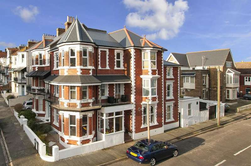 5 Bedrooms Semi Detached House for sale in Truro Road, Ramsgate