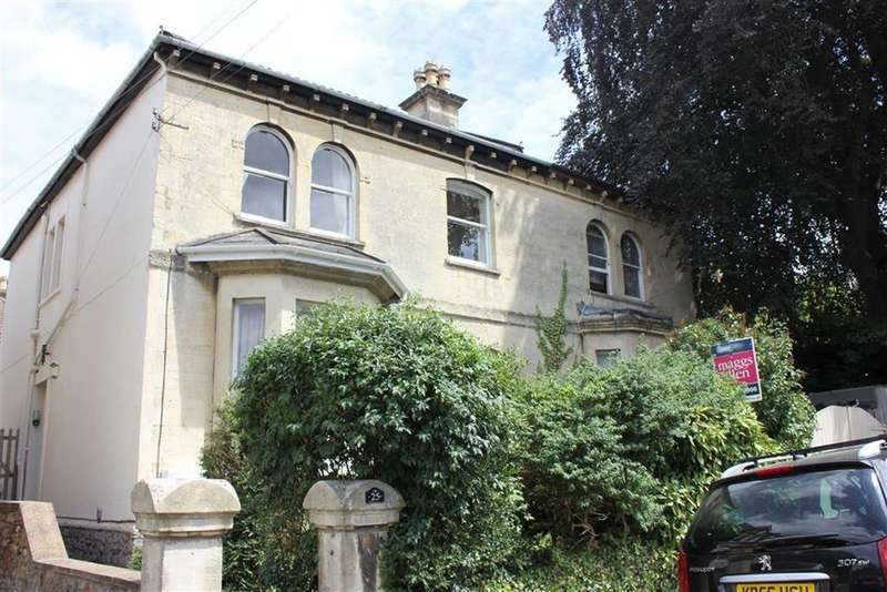 2 Bedrooms Flat for sale in Montrose Avenue, Cotham, Bristol
