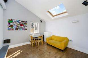 1 Bedroom Flat for sale in Battersea High Street, Battersea, London