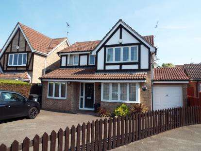 4 Bedrooms Detached House for sale in Merlin Close, Waltham Abbey, Essex