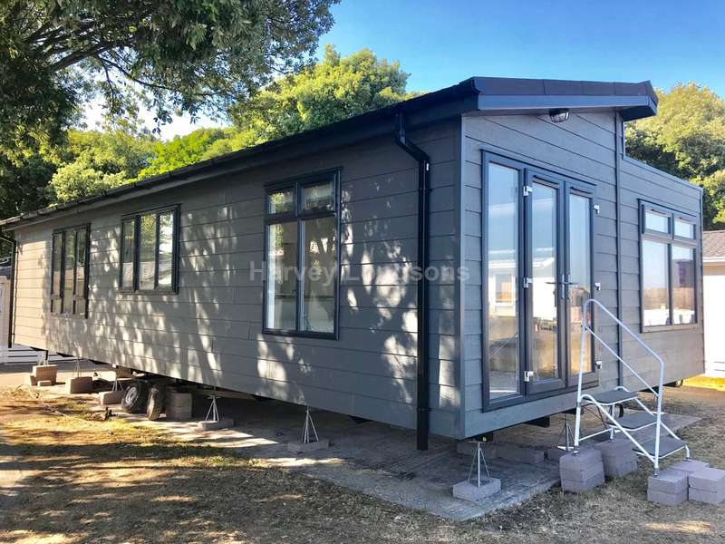 2 Bedrooms Lodge Character Property for sale in Mudeford,, Christchurch