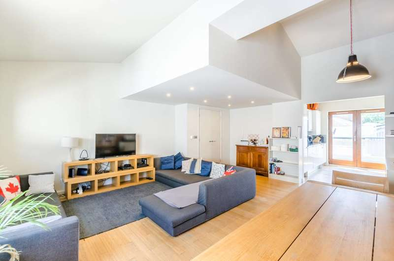 3 Bedrooms Flat for sale in Waterson Street, Shoreditch, E2
