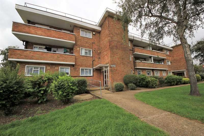 2 Bedrooms Ground Flat for sale in Church Lane, Kingsbury
