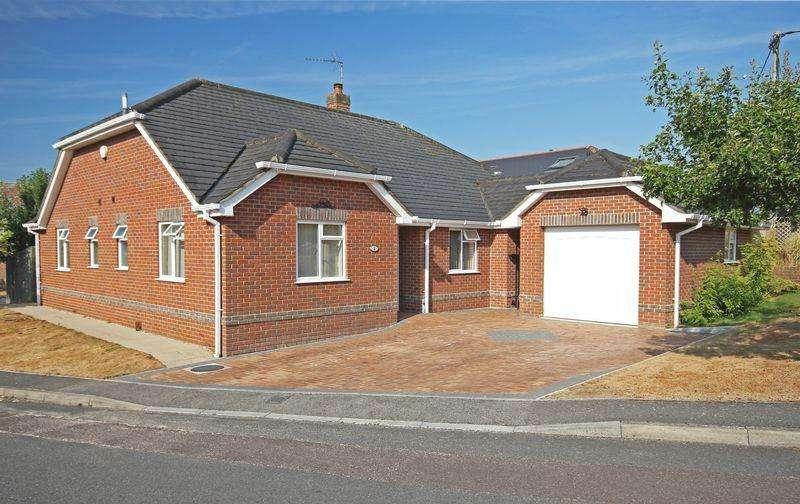 3 Bedrooms Detached Bungalow for sale in Fordingbridge