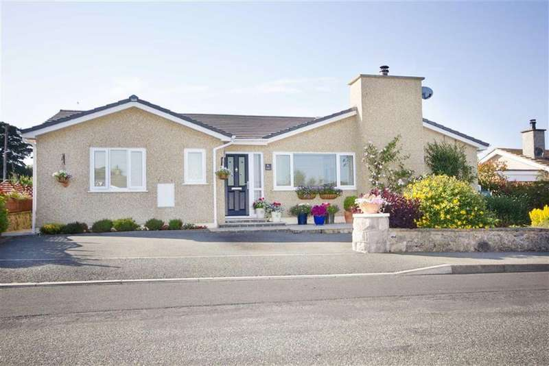3 Bedrooms Detached Bungalow for sale in Lon Conwy, Benllech, Anglesey
