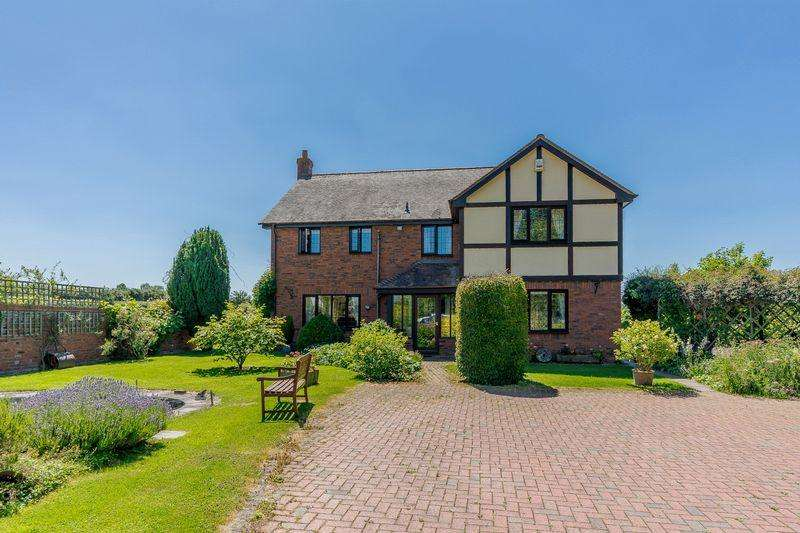 4 Bedrooms Detached House for sale in CROSS KEYS