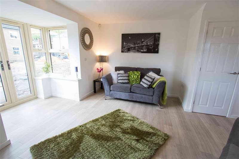3 Bedrooms Town House for sale in 1 Roundhill Gardens, Elland, Halifax, HX5 0DX