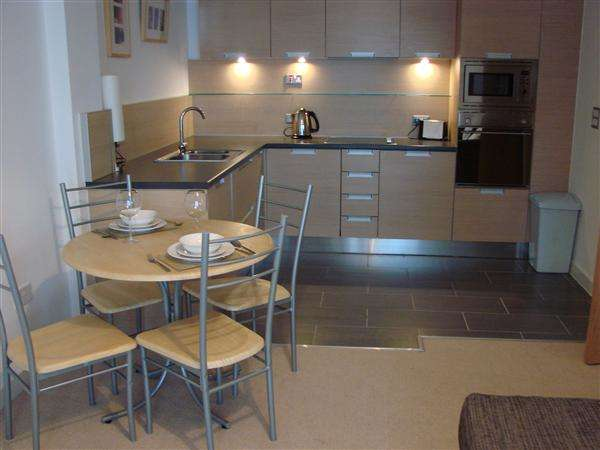 2 Bedrooms Apartment Flat for sale in Barton Place, Green Quarter, Manchester
