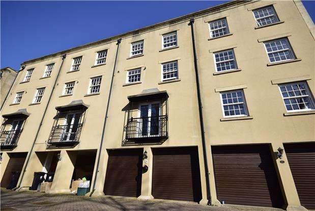 4 Bedrooms Terraced House for sale in Thomas Way, Stapleton, BRISTOL, BS16 1WT