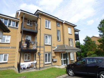 2 Bedrooms Flat for sale in Spinnaker Close, Barking