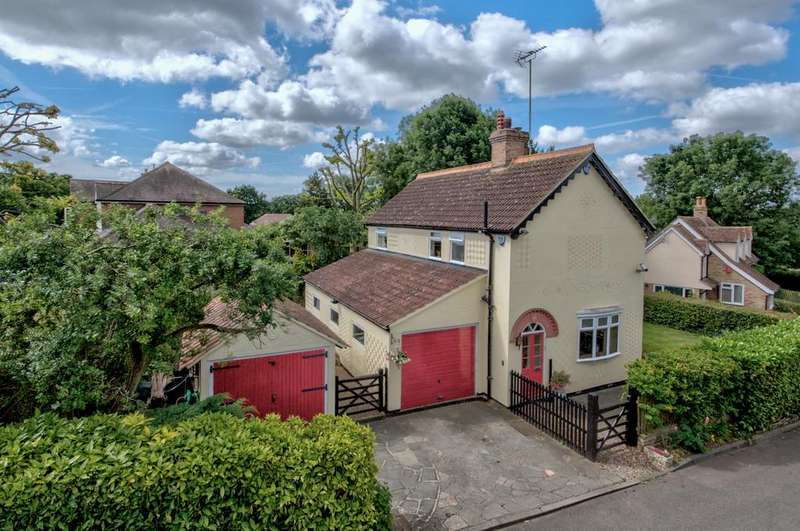 3 Bedrooms Detached House for sale in Tye Green Village, Harlow