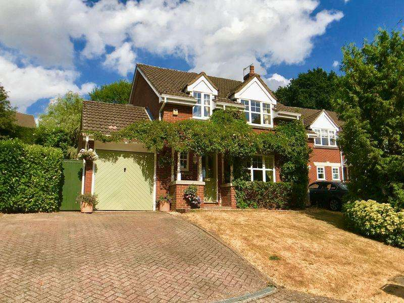 4 Bedrooms Detached House for sale in Badger Way, Hazlemere
