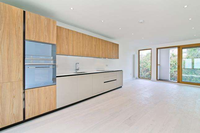 2 Bedrooms Flat for sale in Apt 6, Trinity Lofts, County Street, London, SE1 4AD