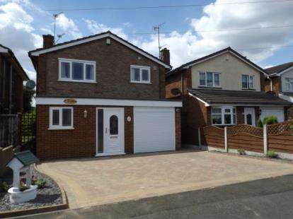 3 Bedrooms Detached House for sale in Barmouth Close, Willenhall, West Midlands