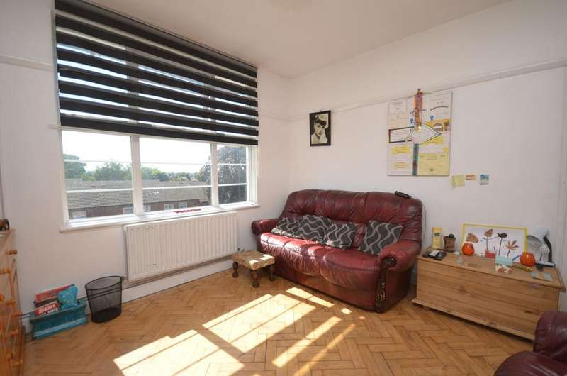 2 Bedrooms Flat for sale in Burnt Ash Hill Lee SE12