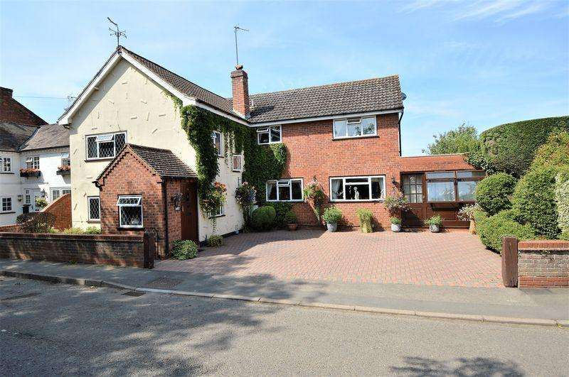 4 Bedrooms Detached House for sale in Astwood Lane * Feckenham * B96 6HG