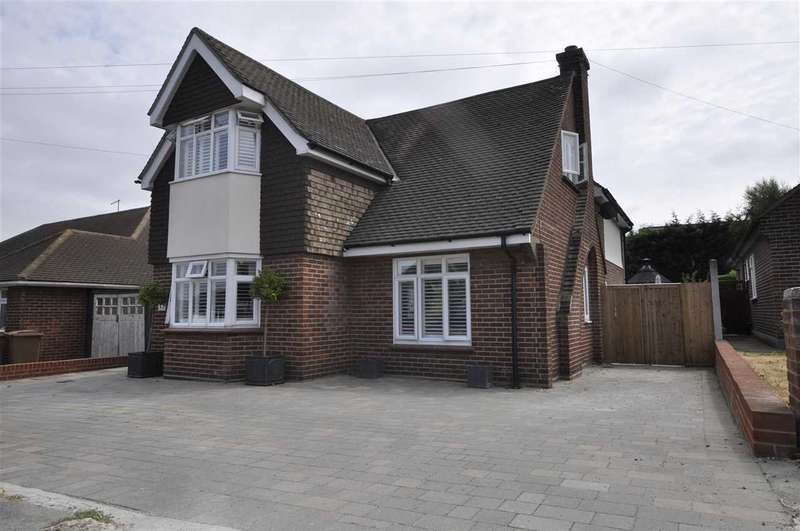 4 Bedrooms Detached House for sale in Wallace Crescent, Chelmsford
