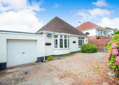 3 Bedrooms Bungalow for sale in Shiphay, Torquay, Devon