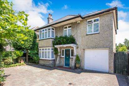 4 Bedrooms Detached House for sale in Christchurch, Dorset, .
