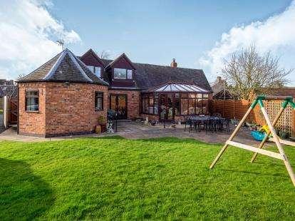 4 Bedrooms Detached House for sale in Moor Lane, Gotham, Nottingham, Nottinghamshire