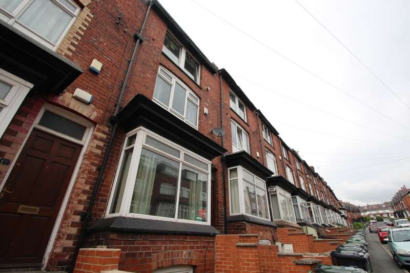 7 Bedrooms Terraced House for rent in Manor Drive, Hyde Park, Leeds
