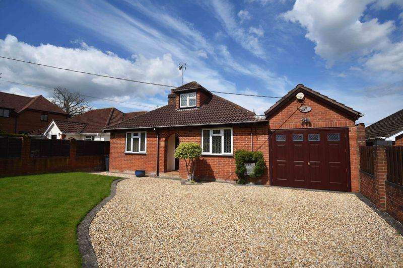 4 Bedrooms Bungalow for sale in Reading Road, Chineham