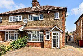 3 Bedrooms Semi Detached House for sale in St Pauls Avenue, Slough