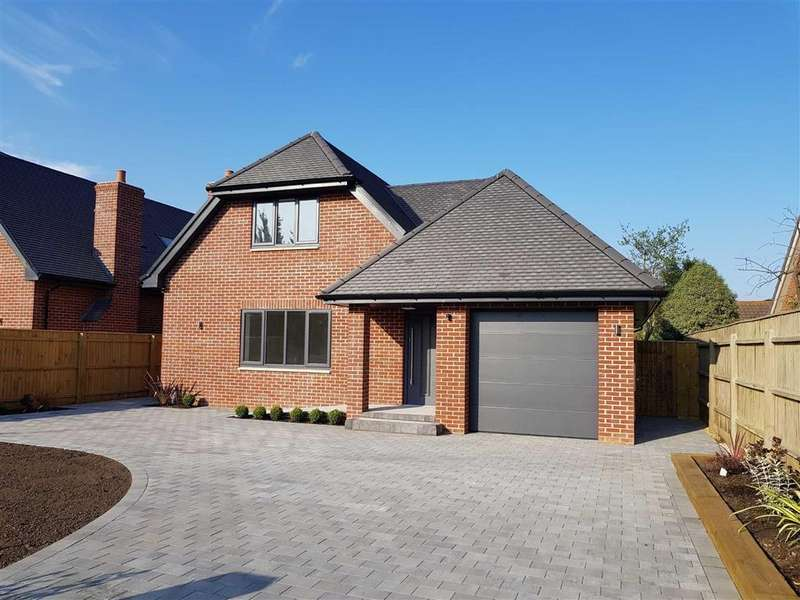 4 Bedrooms House for sale in Milford on Sea, Hampshire