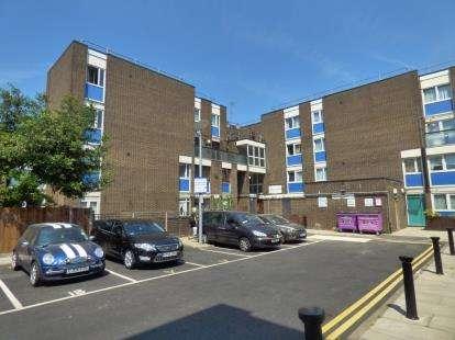 3 Bedrooms Maisonette Flat for sale in Bow, London, Uk