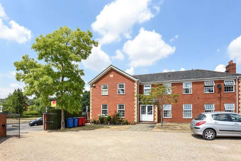 2 Bedrooms Flat for sale in Binfield, Bracknell, RG42