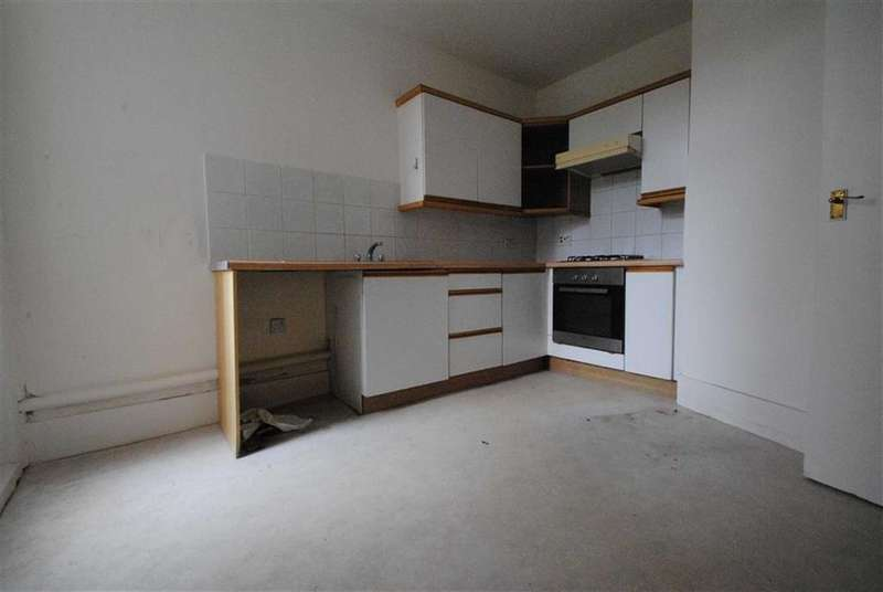 3 Bedrooms Flat for sale in Carlingford Road, London
