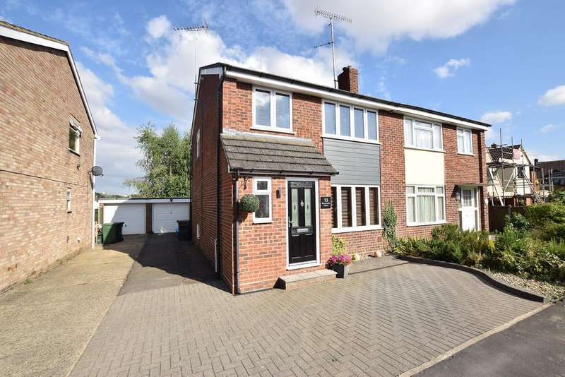 3 Bedrooms Semi Detached House for sale in Worcester Close, Braintree