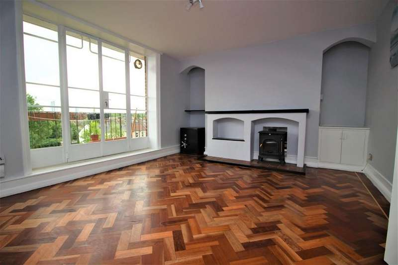 3 Bedrooms Flat for sale in Turner Avenue, Seven Sisters