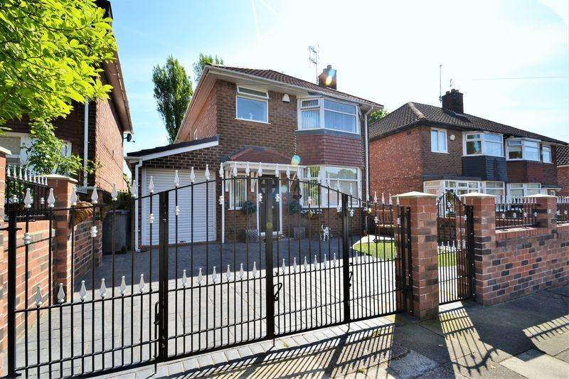 3 Bedrooms Detached House for sale in Hillside Drive, Swinton, Manchester