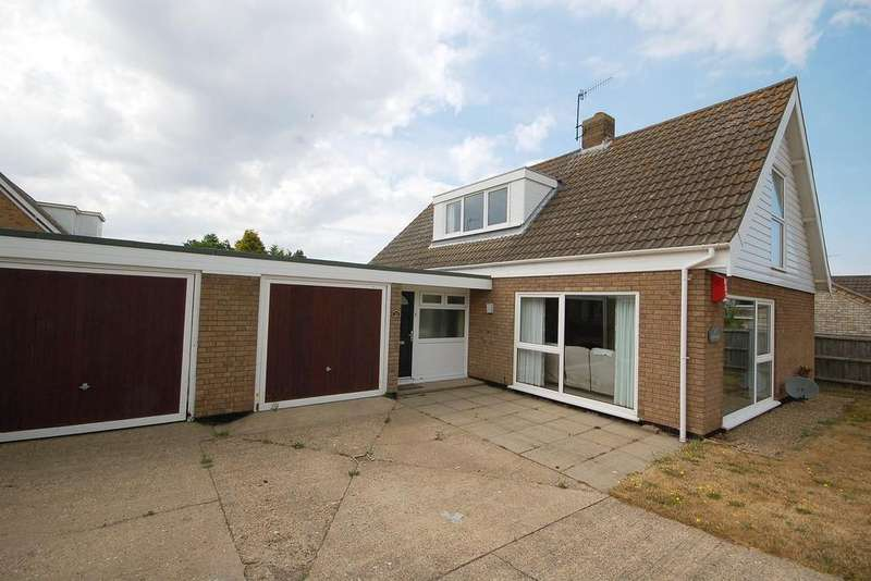 4 Bedrooms Chalet House for sale in Churchill Crescent, Sheringham