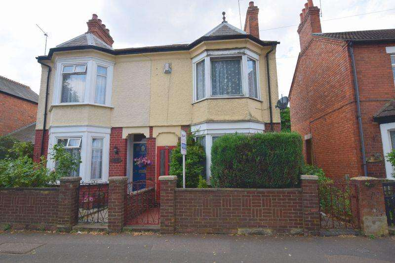 3 Bedrooms Semi Detached House for sale in Westfield Road, Bletchley, Milton Keynes