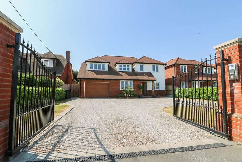 4 Bedrooms Detached House for sale in Dunton Road , Nr Billericay SS15