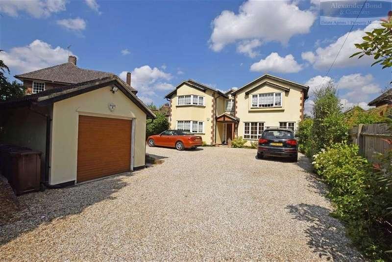 5 Bedrooms Detached House for sale in Stevenage Road, Knebworth, Herts, SG3