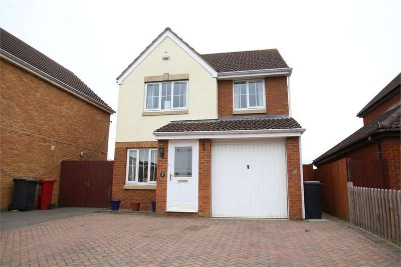 3 Bedrooms Detached House for sale in Stornaway Road, Langley, Berkshire