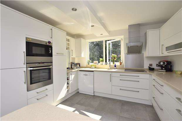 3 Bedrooms Flat for sale in Towerleaze, Knoll Hill, BRISTOL, BS9 1RU
