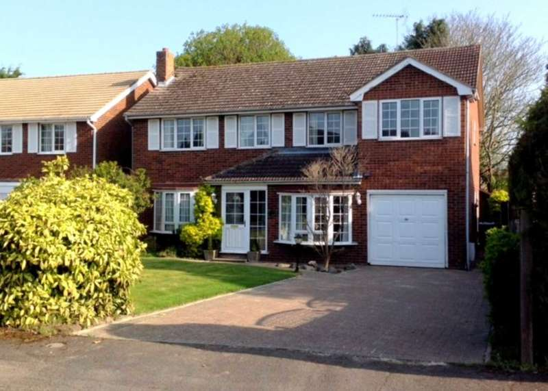 5 Bedrooms House for sale in 5 BEDROOM DETACHED EXECUTIVE HOME IN VILLAGE LOCATION