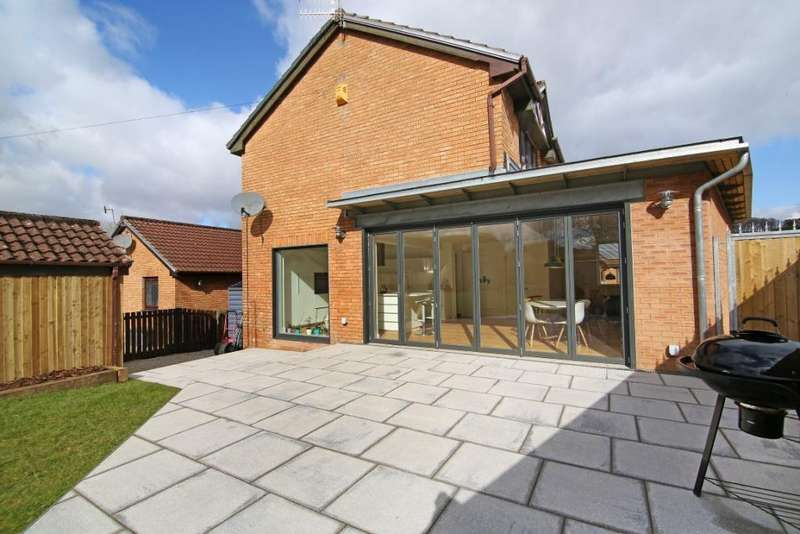 4 Bedrooms Detached House for sale in 11 Victoria Gardens, Kilmacolm, PA13 4HL