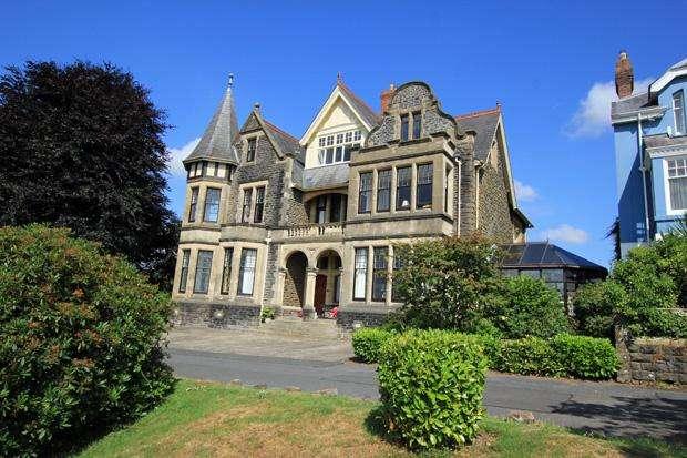 6 Bedrooms Town House for sale in Penllwyn Park, Carmarthen, Carmarthenshire