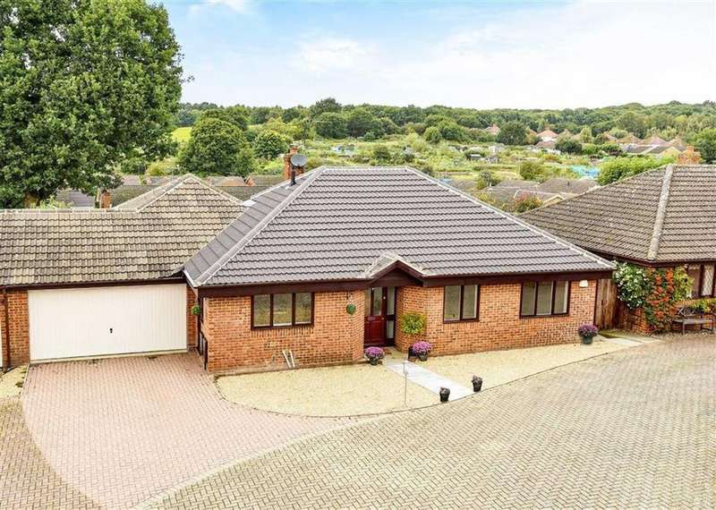 3 Bedrooms Detached Bungalow for sale in The Oaks, Heath And Reach