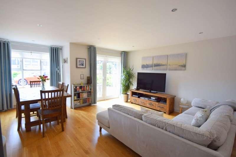 2 Bedrooms Flat for sale in Sovereign Place, St Leonards Road, Windsor, SL4